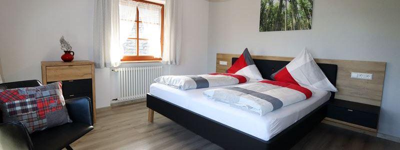 Ferienwohnung Hugeseppehof Mühlenblick Schlafzimmer Bett neu kl
